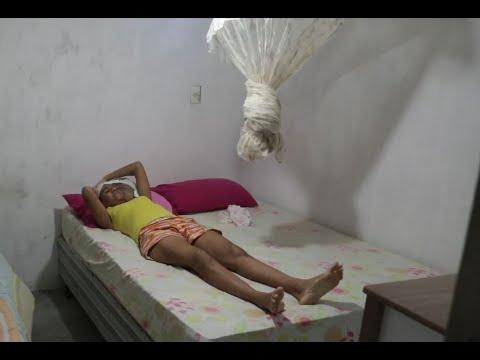 Mãe de três filhos luta contra um tumor na cabeça e sonha em ter ''uma vida normal''