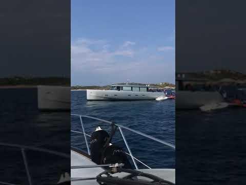 VIDEO. Un navire de 18 mètres s'échoue près de Cavallo