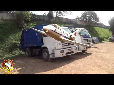 Caminhões de Coleta parados na Secretária de Meio Ambiente