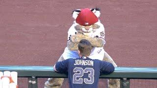 ATL@ARI: Baxter's dance moves crack up Chris Johnson