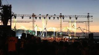 preview picture of video 'Spectacle en soirée sur le front de mer de Saint-Paul'
