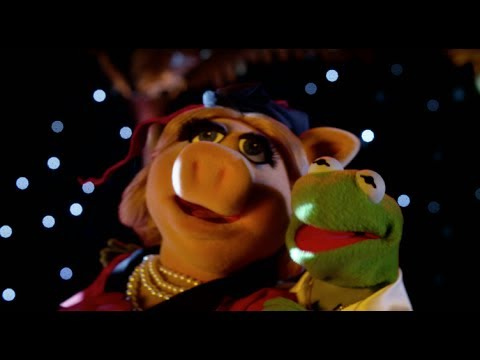 Muppets Most Wanted (TV Spot 'Two Women')