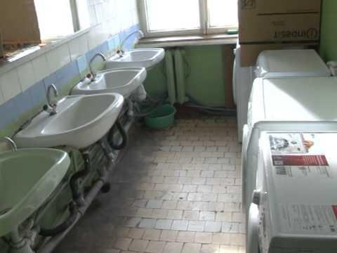 Жители Юнгородка борются за чистоту и горячую воду в своих общежитиях (видео)