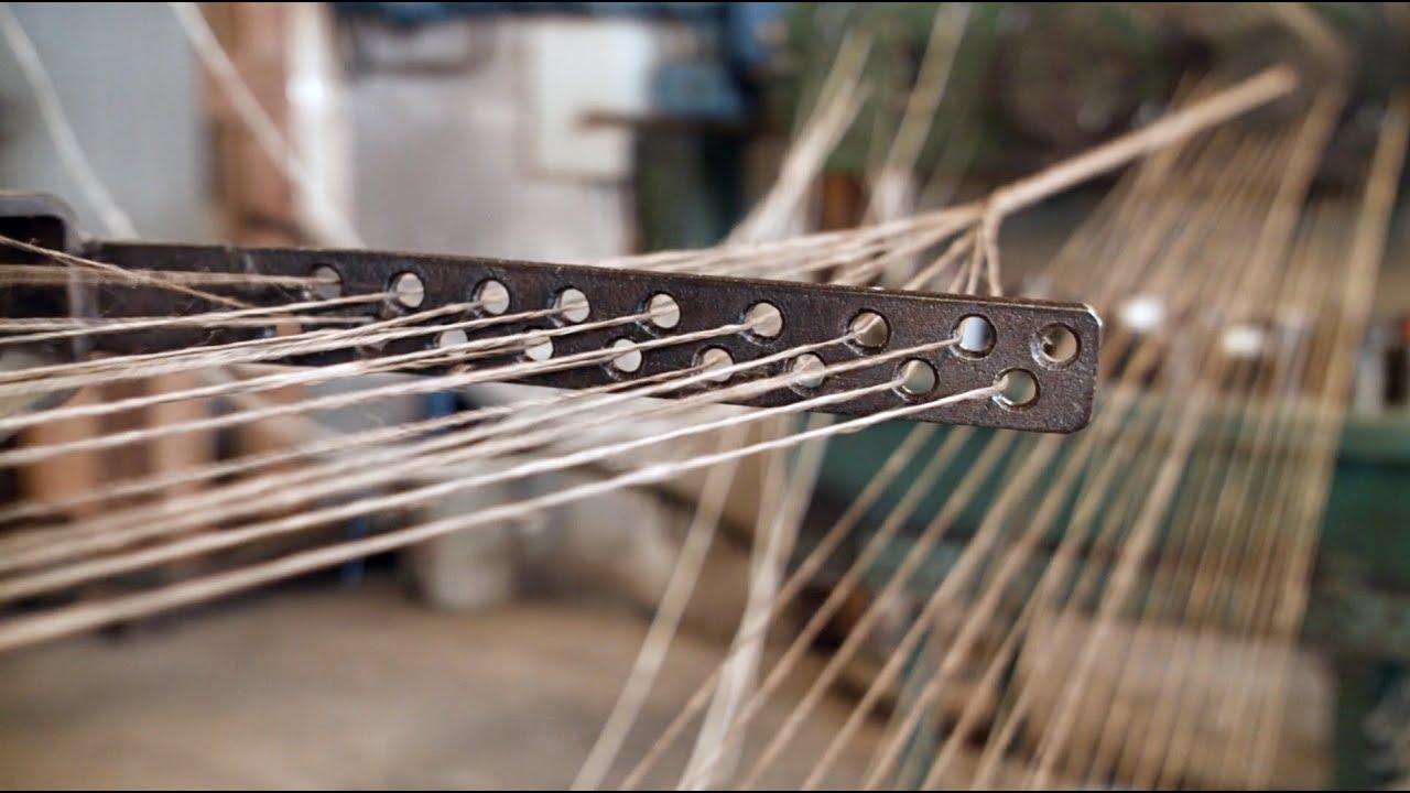 Cómo se fabrican las cuerdas más largas y gruesas, un proceso que proviene de la antigüedad y que todavía se recrea con equipamiento de época