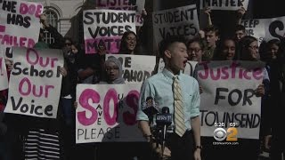 Queens Students Want Principal Replaced