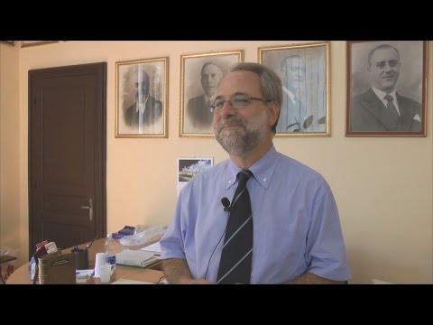 Preview video Una breve conversazione col moderatore, appena rieletto