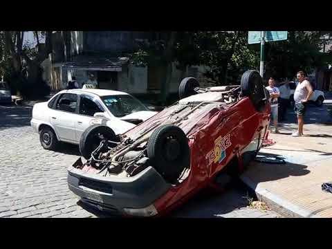 Choque y vuelco en las calles de Junín