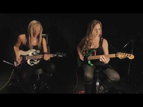 Female guitarist Nita Strauss VS Courtney Cox - The Trooper