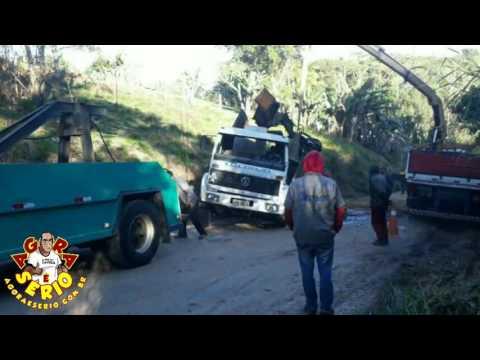 Resgate do Caminhão que tombou na Estrada Marta Maria de Jesus
