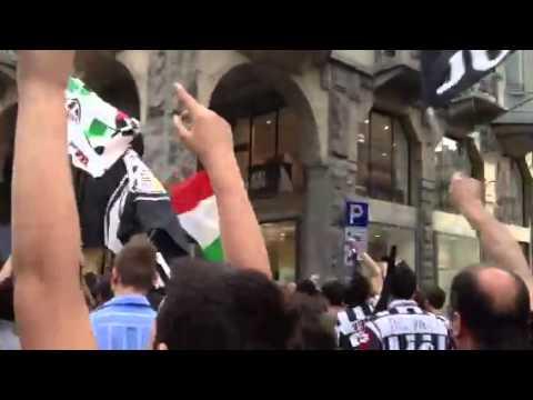I festeggiamenti in piazza per la Juventus