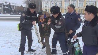 Пенсионер инвалид вышел на протест, чтобы привлечь внимания Назарбаева. г. Уральск