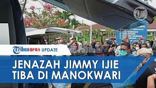 Jenazah Jimmy Demianus Ijie Tiba di Bandara Rendara Manokwari, Disambut Isak Tangis Keluarga