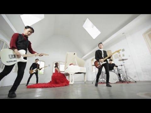 Carla - Mainan Hati (Official Music Video)