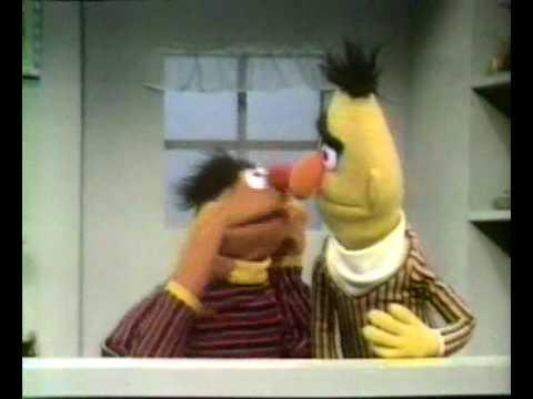 Bert & Ernie - Ernie heeft een banaan in zijn oor (compleet)