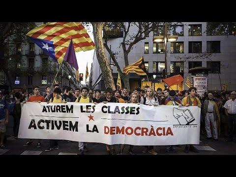 Προχωράει σε δημοψήφισμα η καταλανική κυβέρνηση