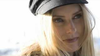 """Video thumbnail of """"Aimee Mann - Voices Carry (Acoustic)"""""""