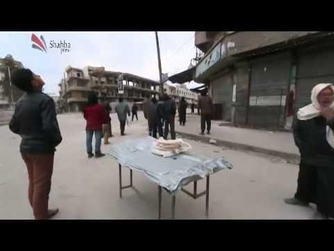 شاهد فرحة الأهالي في حلب لعدم انفجار أحد البراميل المتفجرة