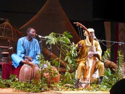 Concert de Malam Maman Barka au Centre culturel français du Niger à Niamey