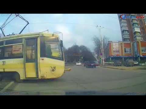 Водитель не пропустил трамвай в Новочеркасске