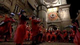 スイス発 ベルンのファスナハト・時計塔前で演奏6【スイス情報.com】