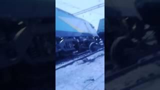ЧП Казахстан Электровоз сошёл с рельс после столкновения с ....Казахстан декабрь 2016