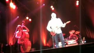 "Mark Knopfler ""Walk of life"" 2005 Madrid [multicam]"