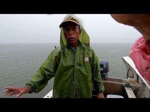 """阿雄去外海抓虾,竟遇上奇特海货""""美人鱼"""",不仅长得好看还会飞"""