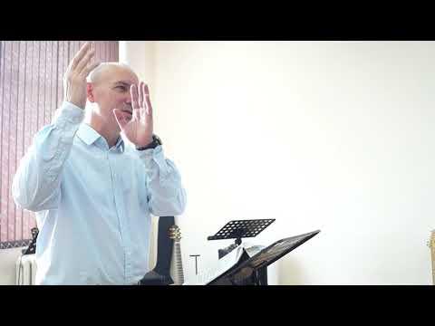 К молитве не хожу и в церкви русской