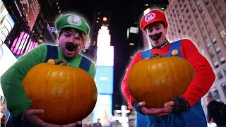 CARVING PUMPKINS IN THE MIDDLE OF TIMES SQUARE!!! (NEW YORK CITY)