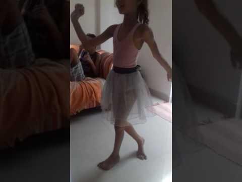 Mariana dançando balé