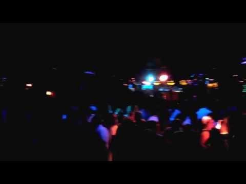 A ritmo de Salsa en Discoteca Chaston