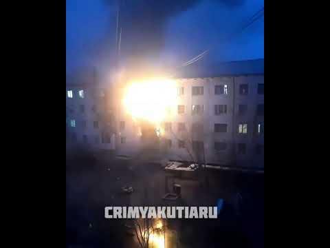 В Якутске на балконе четырехэтажного дома вспыхнул пожар