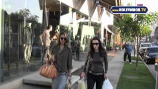 Jessica Alba Shops at Bel Bambini