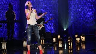 Gwen Stefani Performs 'Used to Love You'