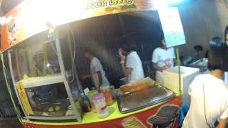 preview picture of video 'Potato Tornado Stall at Thai Mueang Vegetarian Festival'