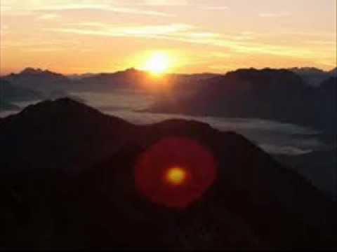 wenn die Sonne erwacht in den Bergen Adam und Eve