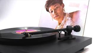 Aretha Franklin - Respect (Official Vinyl Video)