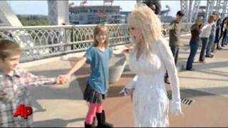Dolly Parton Gives Fans a 'Better Day'