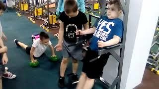 БОКС КИКБОКСИНГ ЧЕЛЯБИНСК. Тренировка в ТРЕНАЖЁРНОМ ЗАЛЕ юных боксёров.