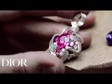 Οι γυναίκες τα λατρεύουμε! Δείτε πώς φτιάχνονται τα πανάκριβα κοσμήματα Dior! thumbnail