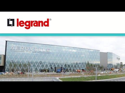 La puissance au cœur du centre commercial Aéroville