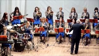 6  Великие марши из известных кинофильмов. Женский джаз-оркестр
