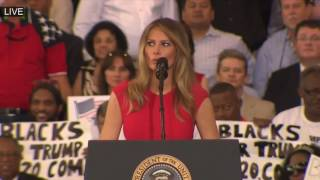 First Lady MELANIA TRUMP Recites The Prayer at President Donald Trump Rally Melbourne