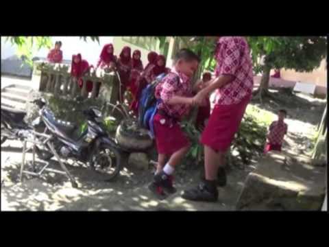 Video KISAH INSPIRASI  - BOCAH PENDERITA POLIO POLMAN TETAP BERSEKOLAH