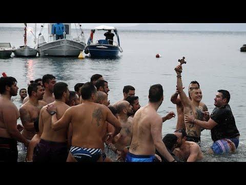 Με λαμπρότητα παρά την κακοκαιρία ο εορτασμός των Θεοφανείων σε Ελλάδα και Κύπρο…