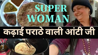 INDIAN LADY SELLING HOT VADA PAV | फेमस रगडा