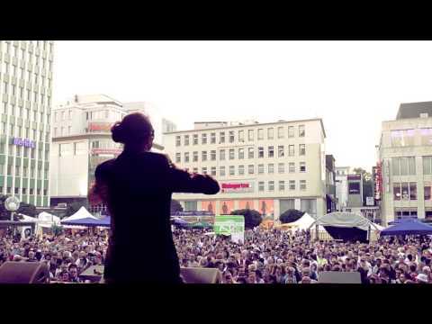 Schlagersängerin mit deutschen Partyhits video preview