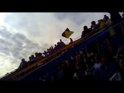 """""""no le falles a toda tu gente,dejo todo por los bohemio atlanta vs almagro semi vuelta 2013"""" Barra: La Banda de Villa Crespo • Club: Atlanta"""