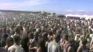 preview picture of video '6000 Besucher beim Holi-Festival am alten Flugplatz Calden'