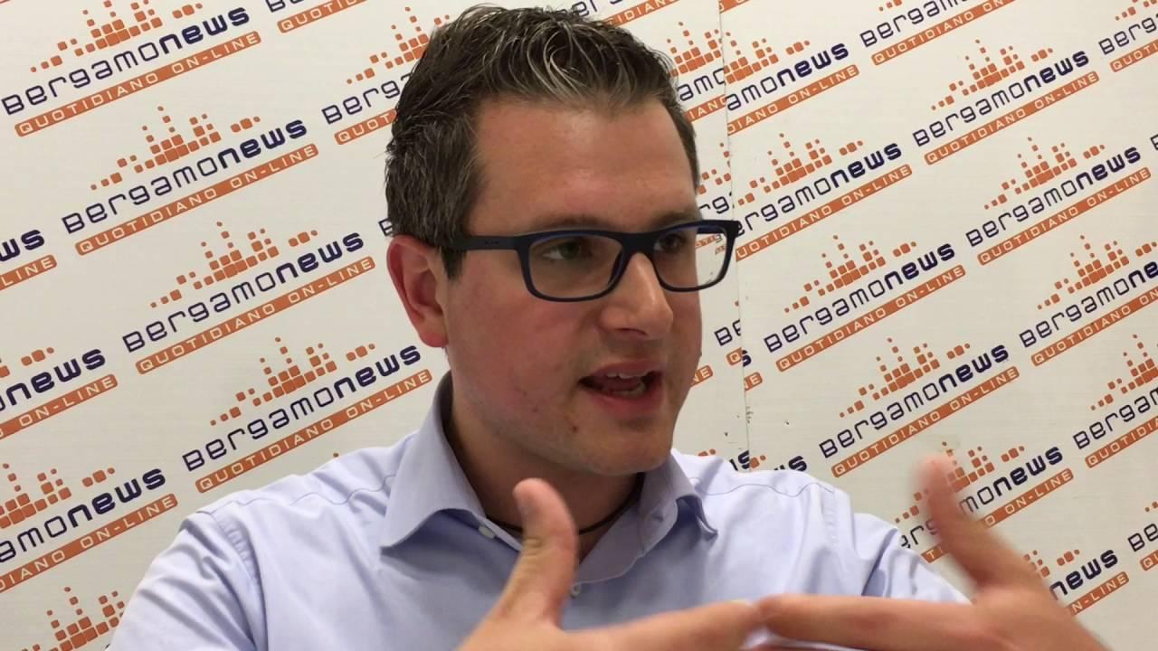 Stefano Micheli, la protesta dei sindaci sulla residenza ai profughi